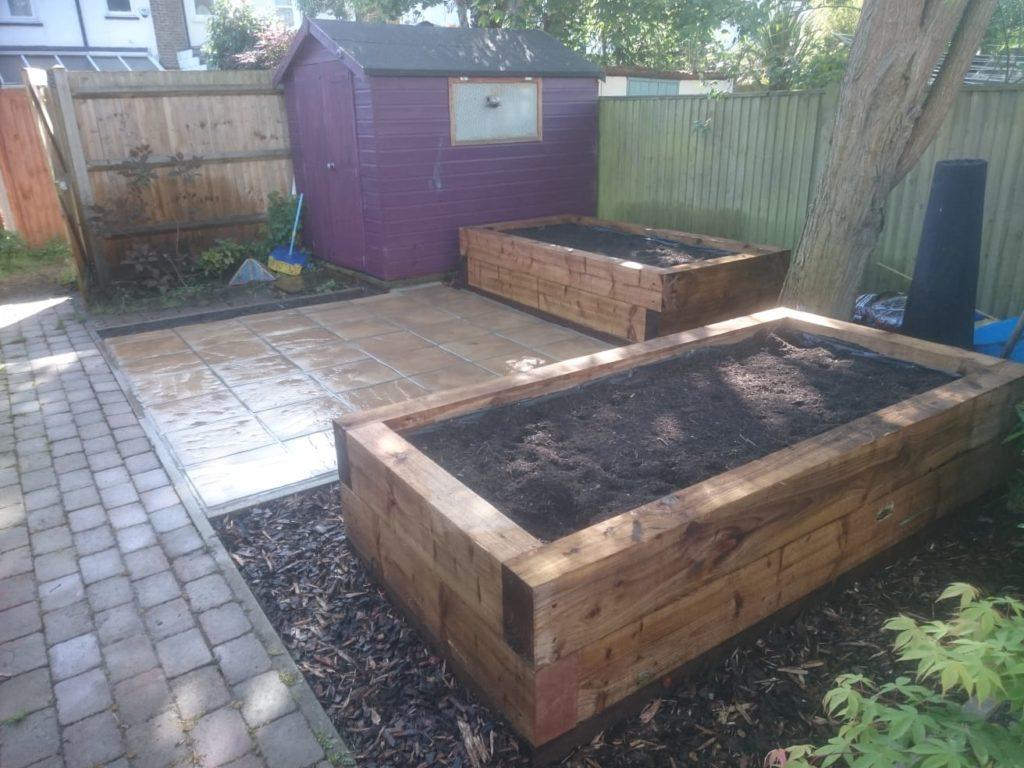 Addiscombe-sleeper-patio-slabs